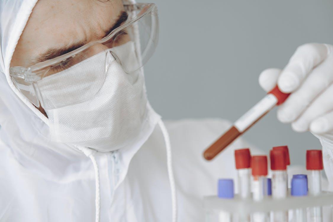 Німецькі вчені з'ясували, як коронавірус проникає в мозок