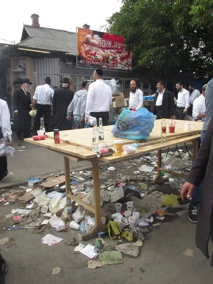 Хасиди в Умані: гори сміття під ногами і табу на прибирання за собою (фото)