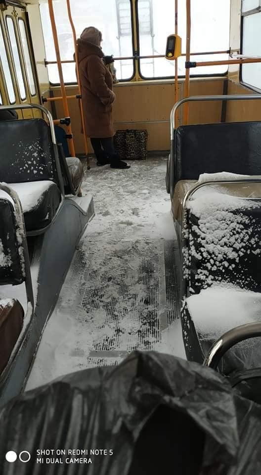 В Астані — теплі зупинки на вулиці, в Рейк'явіку — тротуари з підігрівом, а в Житомирі — тролейбус зі снігом