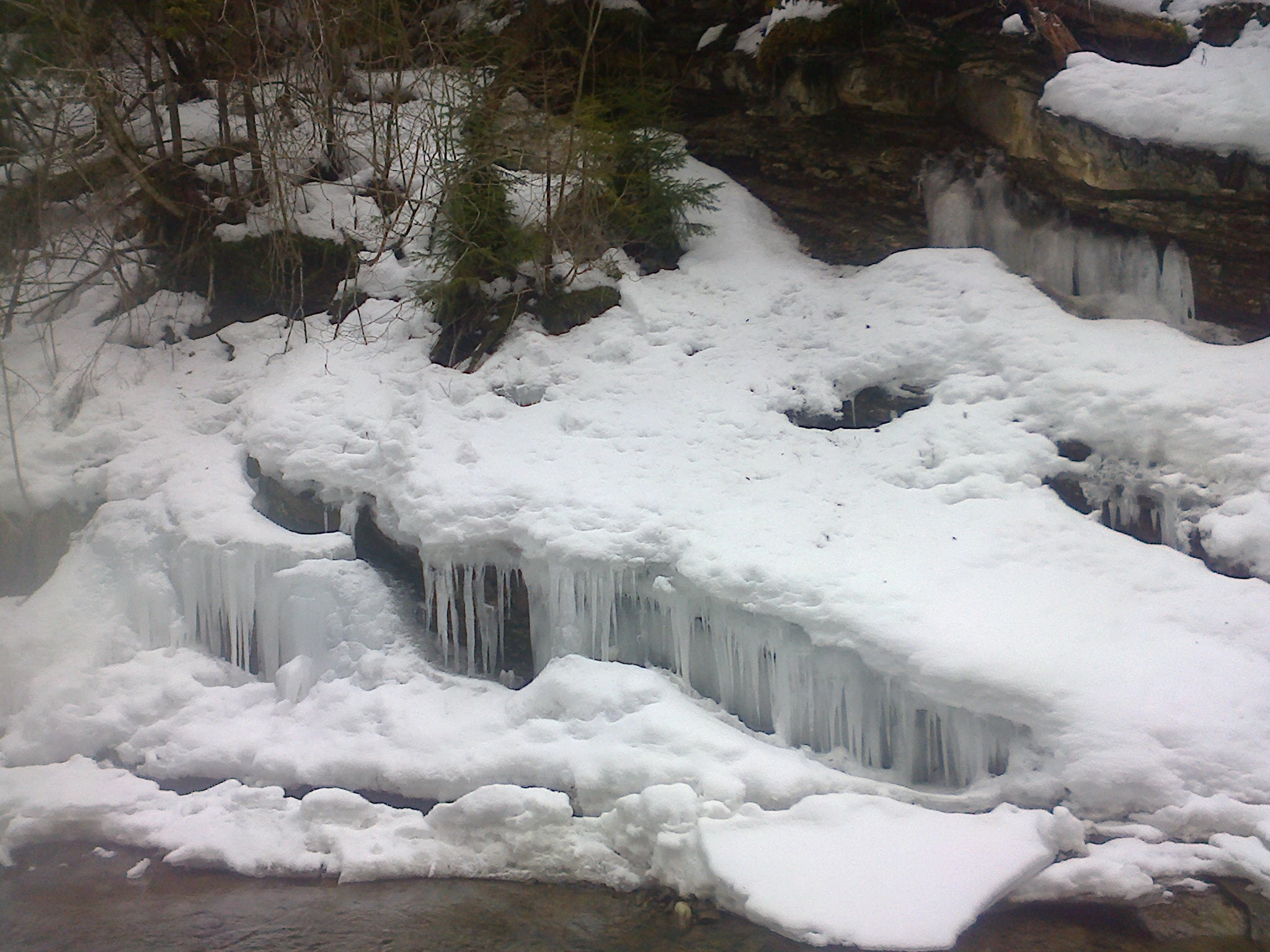 Замерзли навіть водоспади. У Сколівських Бескидах здивували фотографіями зимової природи