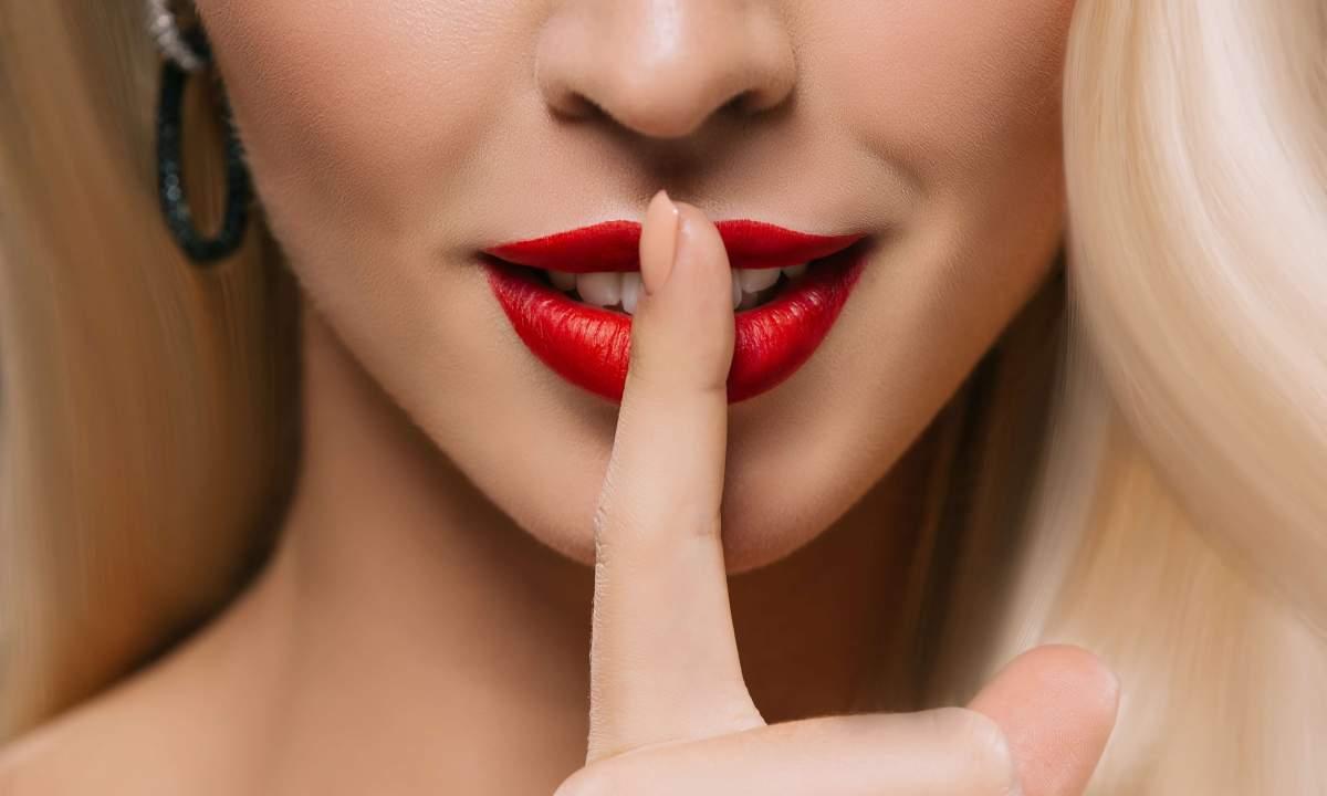 Медики розповіли чому сохнуть і тріскають губи