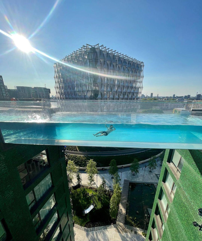 У Лондоні між дахами зробили басейн: 35 метрів над землею (ФОТО)