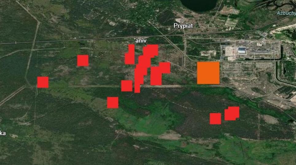 Помаранчевим позначено Рудий ліс. Вогонь іде до Прип'яті. Фото Іллі Кротенка
