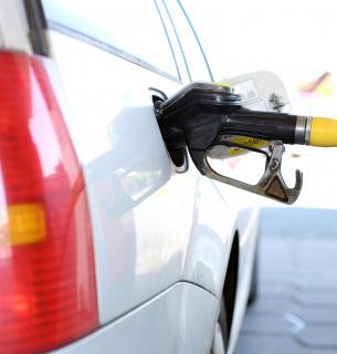 В Україні ряд операторів роздрібного ринку підвищили ціну на паливо