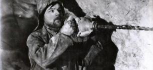"""Буріння шпурів у соляній шахті. Зараз такими технологіями не користуютьтся. Фото з сайту ДП """"Артемсіль"""""""