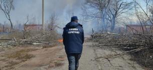 Наразі рятувальники не мають права складати протоколи на паліїв. Фото ДСНС