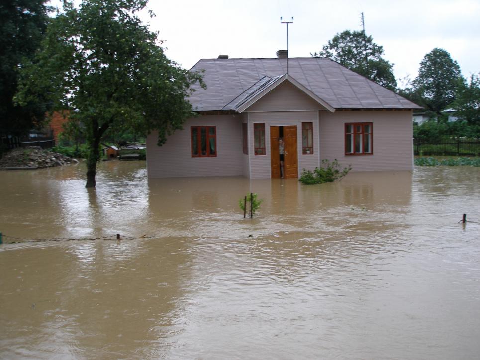 Паводок 2008 року такий же страшний, як і цьогорічний. Фото з архіву Олега Листопада
