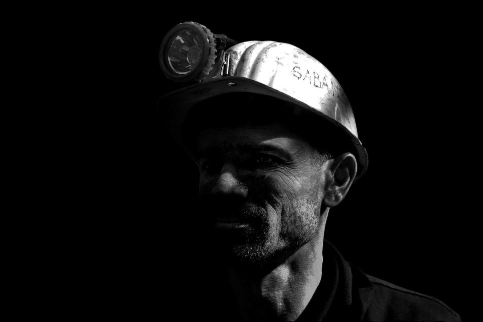 Шахтеры-уранщикы перекрыли трассу и не спускаются в шахты: видео, детали