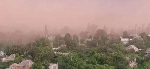 """Кольорова хмара пилу над Кривим Рогом - наслідок забруднення повітря. Фото """"Досить труїти Кривий Ріг"""""""