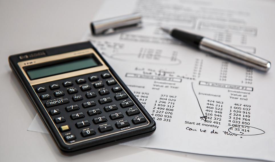 Автоматическое списание долгов: кому это грозит
