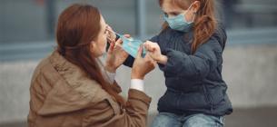 Носіння маски на вулиці, штрафи та соцдистанція: заява МВС та думка епідеміолога