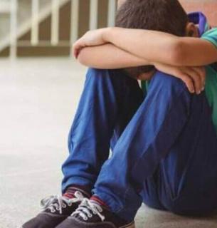 Звірство у столичній школі: хлопчика-аутиста побила вихователька спеціалізованого класу. Фото ілюстративне