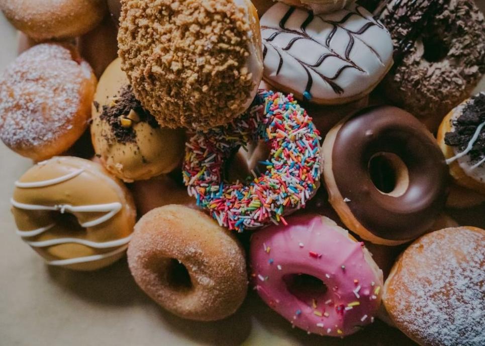 Різку тягу до солодкого або солоного пояснила гастроентеролог. Фото: Pixabay