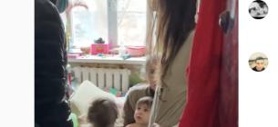 Три дитини жили у квартирі повної сміття та тарганів