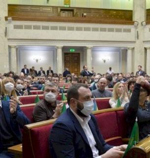 Парламентарі не змогли прийняти законопроєкт про професійне самоврядування медиків
