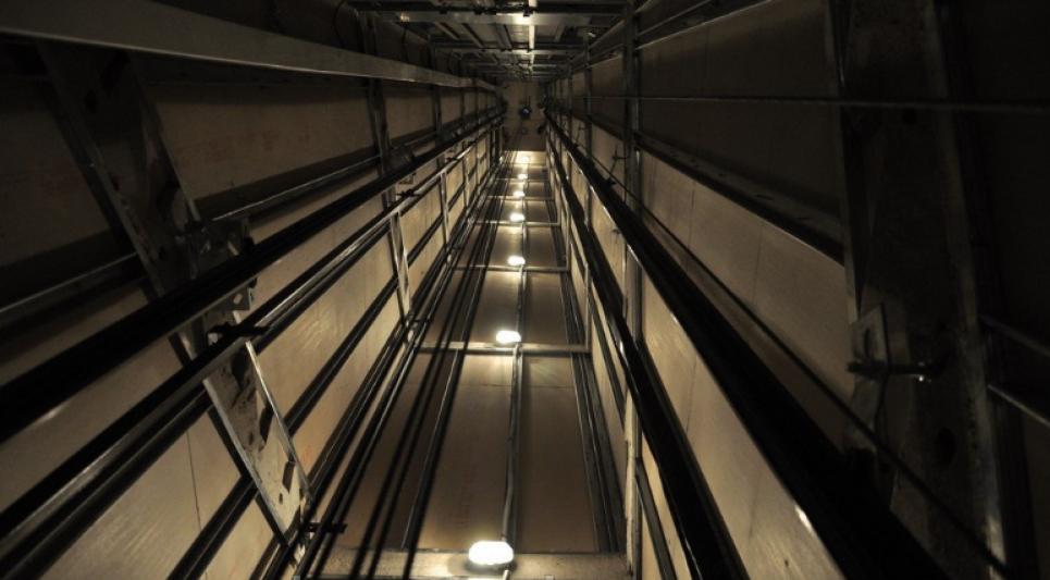 Впали до шахти ліфту