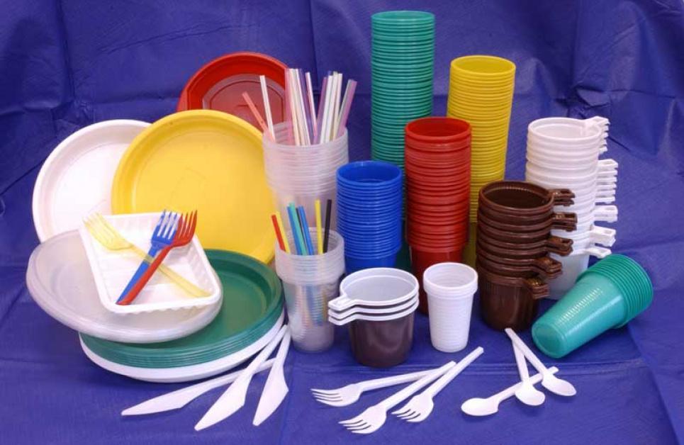Одноразовий посуд із пластику