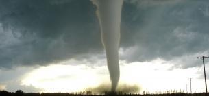 Навесні і влітку Україну будуть атакувати бурі, грози і торнадо