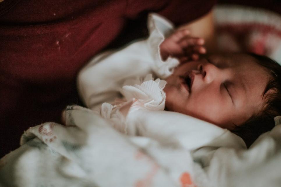 Новонароджену дитину мати поклала в морозилку