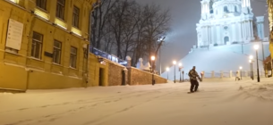 Сноубордисти в Києві на Андріївському узвозі