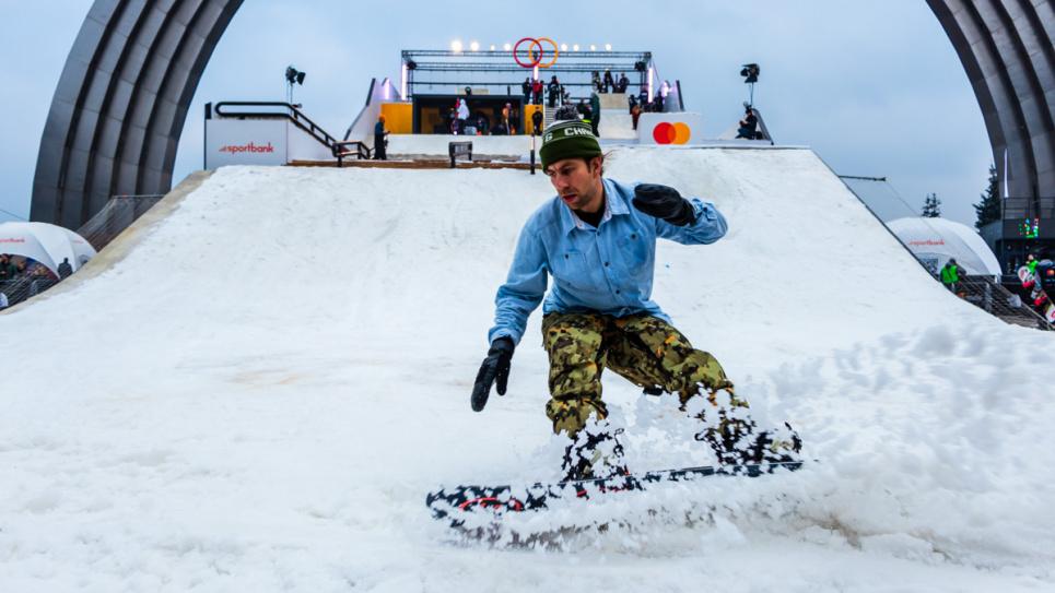 По дорогам столицы носятся сноубордисты. Фото иллюстративное