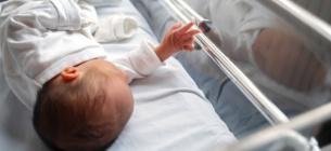 Лікарі не змогли врятувати ковідне немовля