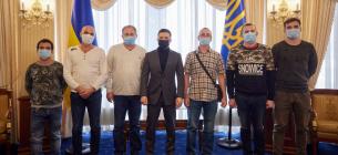 З моряками зустрівся президент України Володимир Зеленський (Фото: Офіс президента України / Twitter)