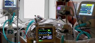 Фото REUTERS - Відключення світла у реанімації лікарні призвело до смерті двох пацієнтів
