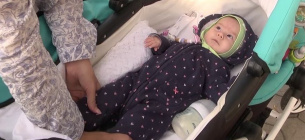 Завдяки благодійним зборам дівчинка отримала укол препарату Zolgensma вартістю майже 2,5 млн доларів. Фото:Суспільне