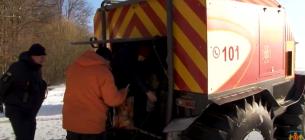 Через нечищені дороги вагітну з дітьми до лікарні везли на всюдиході