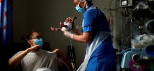 Фото REUTERS - У Франції жінка вперше народила малюка після трансплантації матки