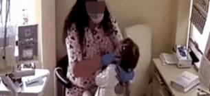Стоматологу, яка била дітей, оголосили про підозру