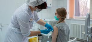 Вакцини проти COVID будуть продавати, щоб українці могли відпочити закордоном