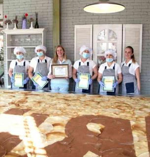 В Ужгороді встановили рекорд України, приготувавши найбільший млинець