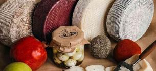 Українські виробники створюють справді унікальний сир, який здивує вас своїм смаком.