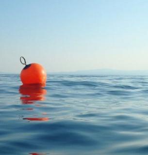 Сміття врятувало життя чоловіка в Тихому океані