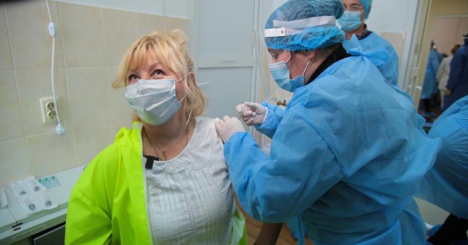 Фото «ТСН» — сім українців поскаржилися на побічні ефекти після вакцинації