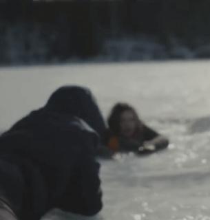 В Киеве чуть не утонула девушка