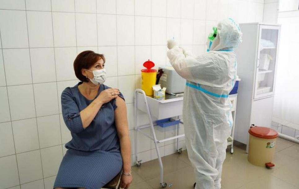 Прививки от COVID сделали 3051 украинец