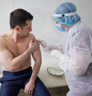 Владимир Зеленский вакцинировался от ковида