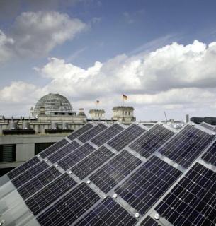 Под солнечные электростанции должно быть отведено не менее 30 % общей площади кровли новостроек