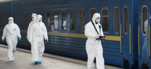 """Фото REUTERS - """"Укрзалізниця"""" вивезе спецпотягами останніх пасажирів з """"червоних"""" Закарпаття, Буковини та Франківщини"""