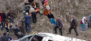 У Туреччині шкільний автобув скотився у прірву. Фото: Укрінформ