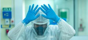 Дуже важливо моніторити виникнення нових різновидів вірусу.