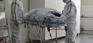 У Франківську — черги під COVID-лікарнею, у Чернівцях — реанімації лікарень заповнені.