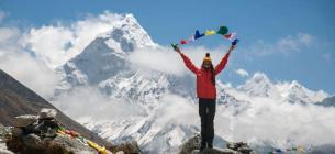Туристи можуть підійматися на Еверест за умови перебування на обов'язковому тижневому карантині після прибуття в Непал і наявності негативного результату тесту. Фото: Максим Баландюх / vyo.travel