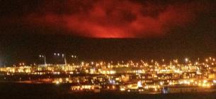 В 35 кілометрах від Рейк'явіка йде виверження вулкану