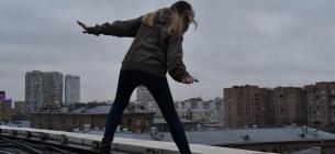 Дівчина зробила останній крок з даху 35-поверхового будинку