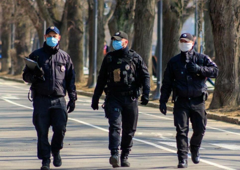 Хворих на COVID порушників карантину поліція ловить по домівках