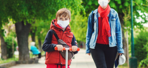 Кабмін змушує українців у «червоних» зонах ходити в масках на вулицях та свіжому повітрі